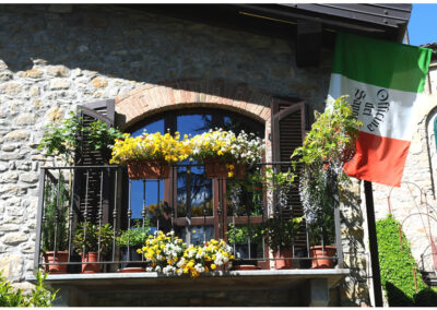 il balcone fiorito dell'officna dei sapori